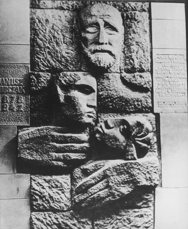 Relief commemorating Janusz Korczak and children