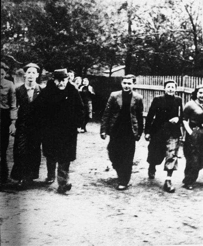 Janusz Korczak with young activists of Jewish organizations in Zielonka near Warsaw